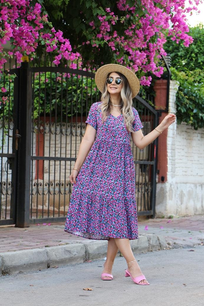 Renkli Minik Çiçek Detay Elbise