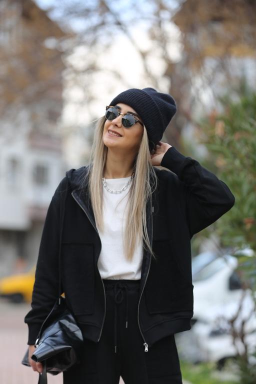 Siyah Önden Fermuarlı Şapka Detay Takım