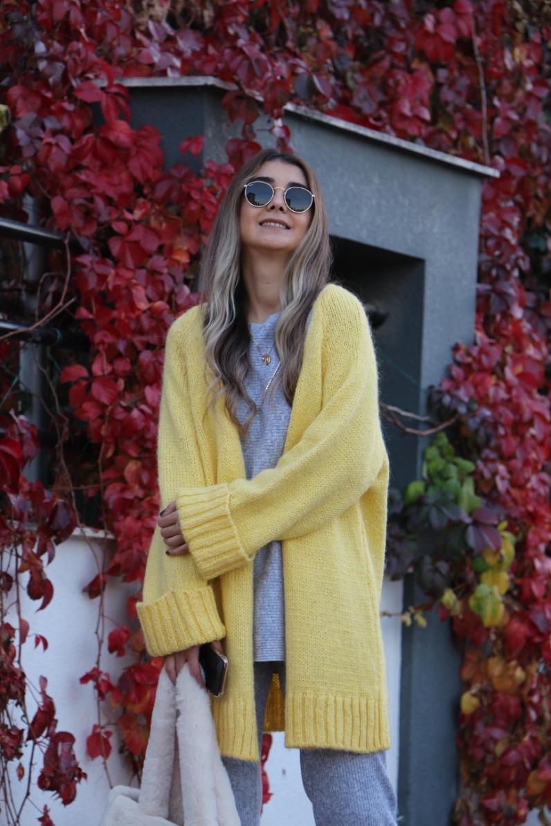 Sarı Uzun Yün Hırka