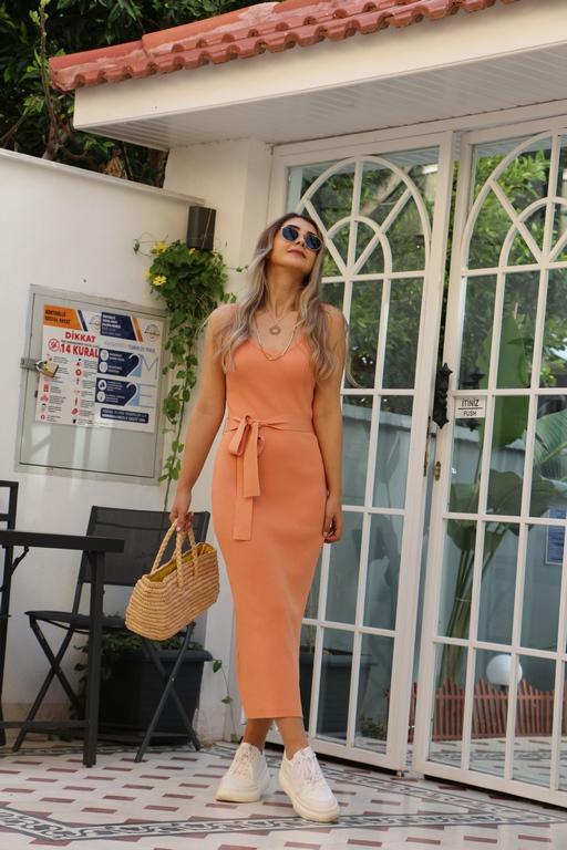 Şeftali Askılı Elbise